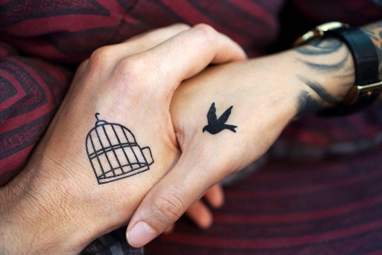 W jakim miejscu wykonać niewielki tatuaż?
